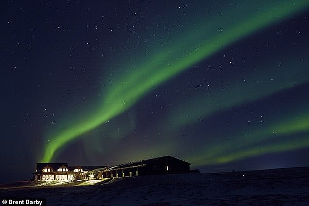 Hotel in Iceland offers free accommodation and flights for a month's-worth of aurora photographs